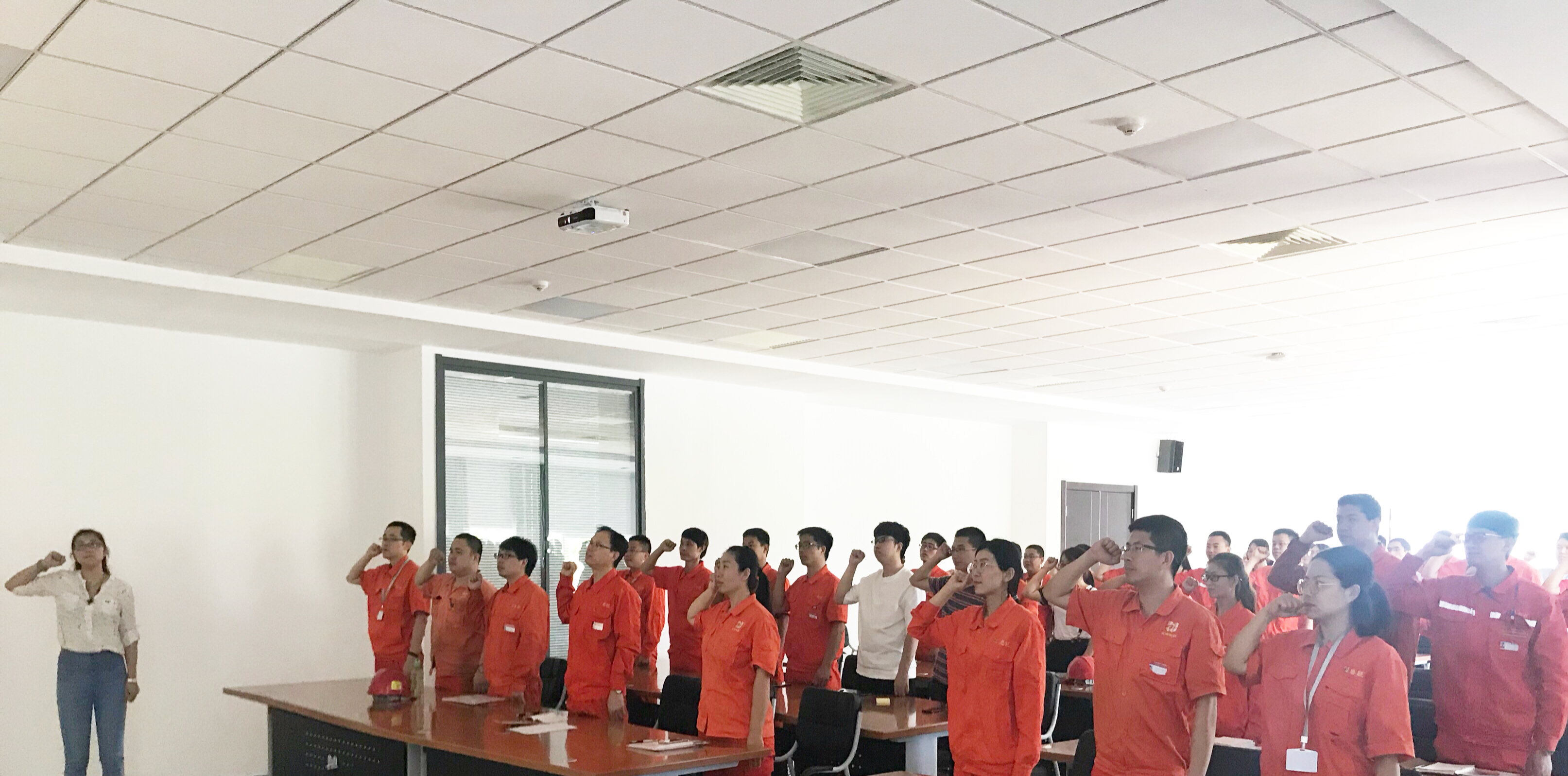 The general party branch of the company organized the theme party day activity of