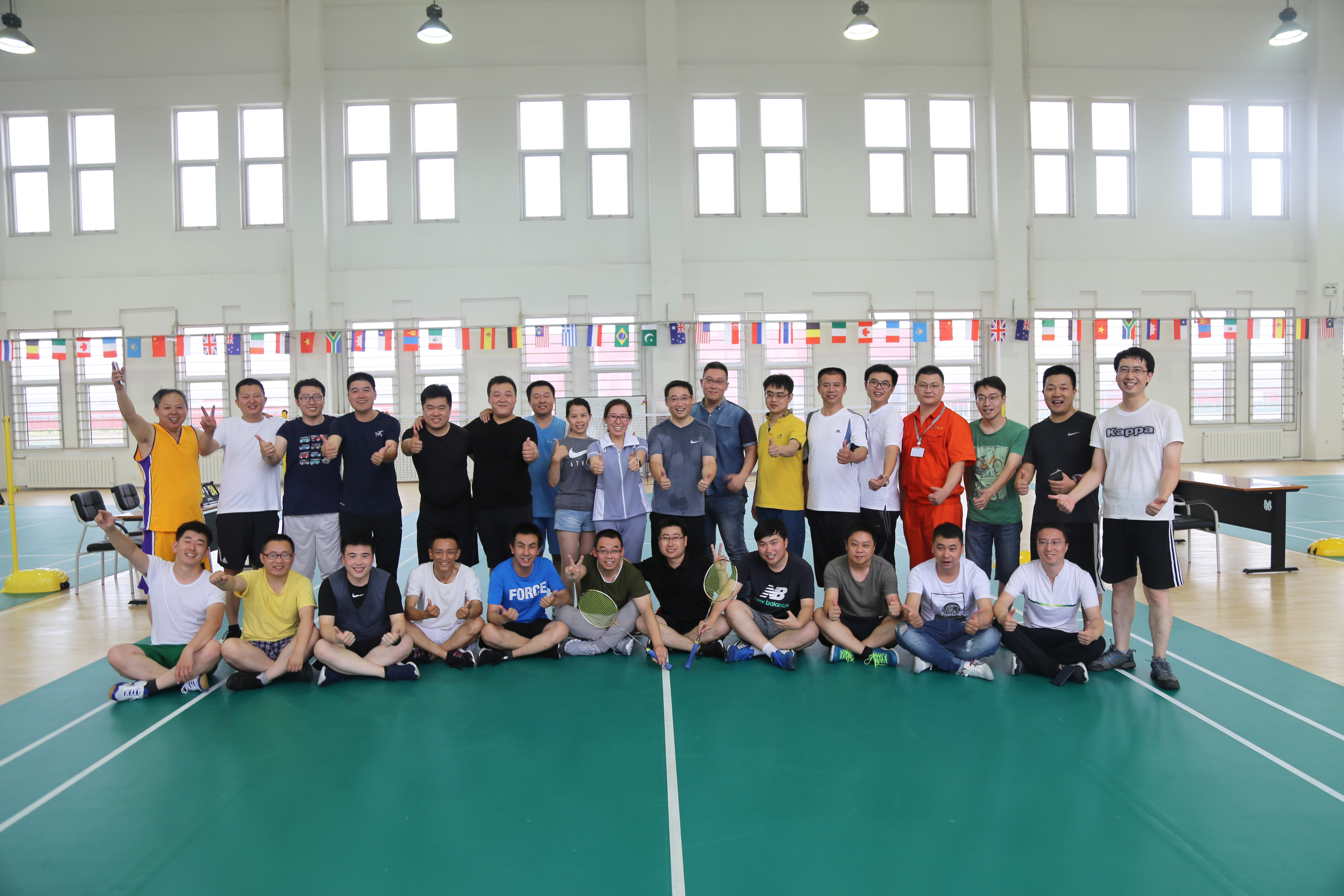 The company organized and carried out badminton competition activities for the management team